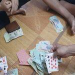 Mơ thấy đánh bài có ảnh hưởng đến tài chính?